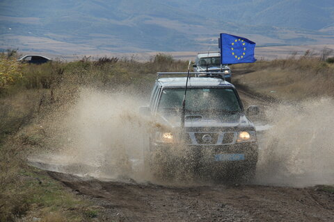 Jeep with EU flag